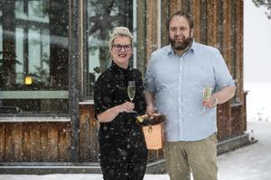 Linn och Magnus Ollas driver Sjövillan och Bruntesgården i Rättvik och bjuder Pralins läsare på recepten till årets godaste nyårsmeny.
