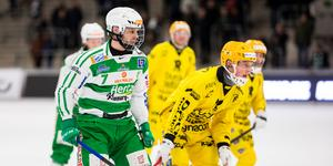 Jesper Jonsson gjorde elitseriedebut för VSK, drygt två månader efter att han drog av korsbandet i World Cup.