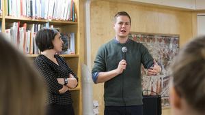 Gustav Fridolin bjöds in till författarsamtal tillsammans med Andréa Bromhed (MP).