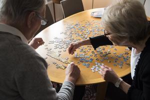 Kristdemokraternas Malin Silén och Kent Hilding skriver om vikten av att få livspusslet att fungera i en allt mer komplicerad tillvaro. Foto: Henrik Montgomery/TT