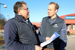 Pedro Quiroga, kommunombud, och Johan Carlén, huvudskyddsombud, för Lärarnas Riksförbund är kritiska till den snävt tilltagna budgeten för skolorna 2020. Båda jobbar på Vanstaskolan i Ösmo.