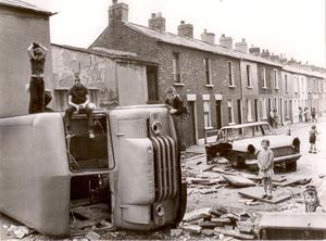Barn i Nordirland under stridernas år. Nu är de vuxna, vilken väg väljer de i dag?                                                                                                                                         Foto: Erik Eriksson
