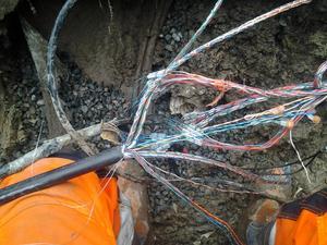 Med en avgrävd kabel, ofta sent fredag eftermiddag, kunde ofta bli midnatt eller mer i snö, regn kyla, innan man kom hem.