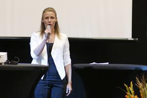 Anne-Charlotte Broman, projektledare, höll tal när den nya sporthallen på Lärkan invigdes.