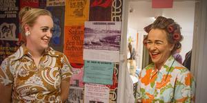 Louisa Eriksson och Marianne Paby har gjort sig i ordning för en av de sista repetitionerna inför premiären den 19 oktober.