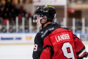 Efter att ha spelat i moderklubben hela sitt liv blev det för tre år sedan tid för nya äventyr. Först spelade Filip Lander i Sundsvall, men problem i klubben ledde till att han skrev kontrakt med Hudiksvalls HC.