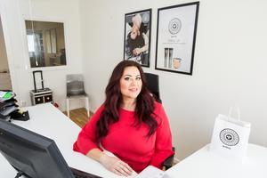 2010 släpptes det första sminket från Palina på marknaden. 2018 lanserades de första hudvårdsprodukterna. Nu vill Lina Ivarsson fortsätta utveckla sitt företag.
