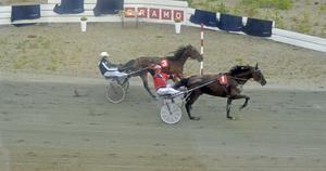 Här vinner Östersundstravets Lars-Åke Svärdfält ett av loppen. Han fick dock stryka på foten för Bergsåkers Magnus O Jonsson, som blev totalsegrare.