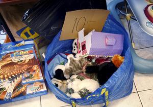 """På barnbasaren kan man hitta det mesta som till exempel kläder, skor, barnvagnar, leksaker och böcker. """"Vanliga"""" loppisprylar är däremot bannlysta. Foto: LT:s arkiv"""