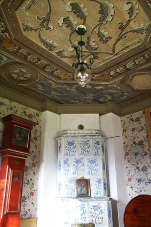 Taket i gästrummet har Jan målat själv.
