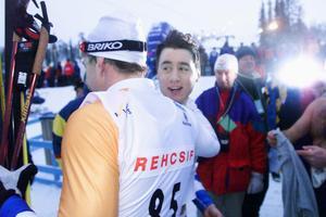 Per Elofsson och Mathias Fredriksson kramar om varandra efter världscupframgångar 1998. Foto: Johan Axelsson