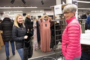 Frida Hedlund hittade en jacka som hon tänkte köpa och Maria Haglund tänkte titta efter nya skor.
