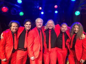 Foto: Martin Hjalmarsson. Pumpbolaget gjorde tio julshower i vintras, som gav bandet blodad tand.