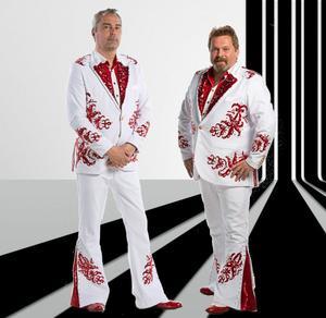 Bild från Larz-Kristerz Facebooksida. Det är trummisen Mikael Eriksson och sångaren och keyboardisten Torbjörn Eriksson som väljer att hoppa av vid årsskiftet.