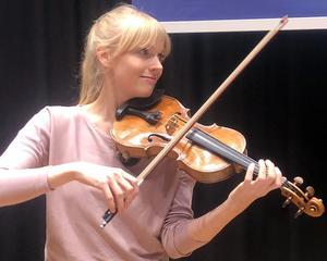Violinisten Ylva Larsdotter är en av initiativtagarna till de nya lunchkonserterna på Konserthuset.