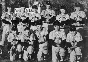 Leksands Baseboll Klubb vann SM-guld 1964. Stående från vänster Johnny Hilmersson, Yngve Gyll, Åke Halvarsson, Pär Ivarsson, Olle Lindell och Göran Ivarsson. Knästående från vänster: Rune Leander, Ragge Valin, Kjell Leander, Ove Leander och John Quick.