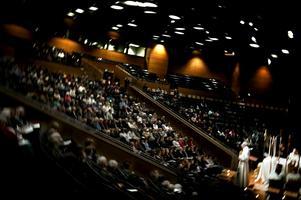 . Söndagen den 21 november kl. 10.00 firar Svenska kyrkan i Örebro gemensam högmässa i Conventum. Vi firar alla en stor gemensam gudstjänst med söndagsskola och kyrkkaffe. Kyrkoherde Lars B Stenström leder gudstjänsten och kyrkoherde Ingemar Söderström predikar.