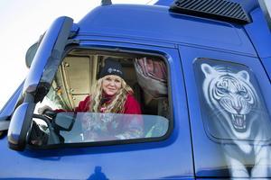 Erika Trell från Malmö är en av landets kvinnliga lastbilschaufförer.