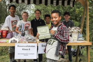 Noah Mensah sålde hembakade kakor tillsammans med klasskompisarna Tonkla Trapum, Oscar Lundgren, Noel Siggstedt, Najid Muhammadi och Joen Ek.