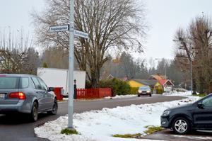 Vid mätningen efter nyasfalteringen körde nästan varenda bilist för fort på Sockenvägen i Säter.