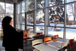 Uteservering på skolan. Framåt våren kommer eleverna att kunna sätta sig ute och äta.