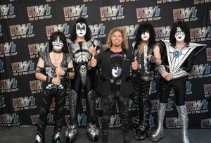 – Det är alltid lika spännande, man blir som en fyraåring varje gång, det är något speciellt med dom, säger Daniel om mötet med Kiss bandmedlemmar. Foto: Privat