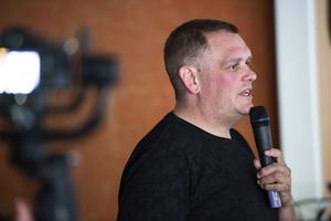 Det var en tårögd Markus Edlund som mötte publiken i Bredbyn efter kvällens avsnitt av Biggest Loser.
