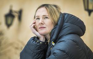 """Lina Thomsgård diskuterar med psykologen Björn Hedensjö i podden """"Dumma människor"""". Foto: Claudio Bresciani / TT"""