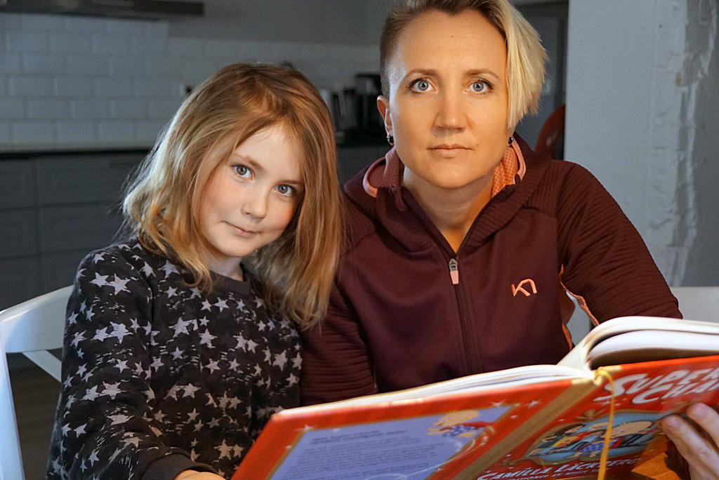 Catrin Grönvall anser att kommunen och skolledningen borde ta hänsyn till dotterns funktionshinder.