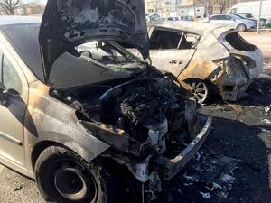 Flera av bilarna blev helt utbrända och är bara att köra till skroten.