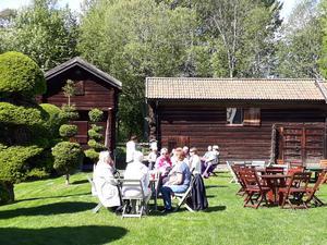 Fika på Hildasholm. Foto: Läsarbild