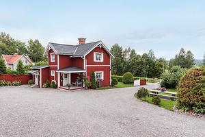 En mindre gård på Barbergsvägen 15 i Borlänge.