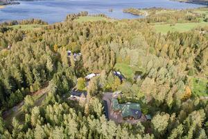 Foto: Tomas Arvidsson/ Bostadsfotograferna. Huset som nu är till salu ligger nära sjön Möckeln.