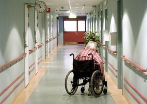 Västerås stad har många värdeord om hur omsorgen och vården av gamla ska fungera. Skulle de följas blir de positiva effekterna märkbara, framhåller skribenten. Bilden är från annan ort. Foto: Pontus Lundahl/TT