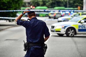 Polisen spärrade av Drottninggatan och ett område nära Rättscentrum i Malmö efter att flera personer skjutits på öppen gata. Foto: Johan Nilsson