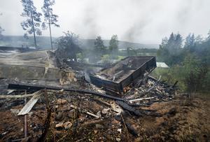 Så här såg det ut någon dag efter branden. Nu har brandresterna försvunnit.