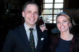 Christopher O'Regan och Erika Åberg på nya husäventyr. Den fjärde säsongen av Det sitter i väggarna har precis börjat spelas in. Pressbild: Titan