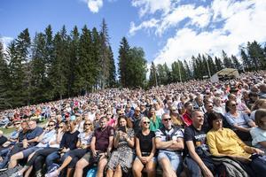 Storpublik lockades till säsongens sista tillställning vid Skule naturscen - då Magnus Carlson, Helen Sjöholm, Hans Ek och Nordiska kammarorkestern stod för den storslagna stämningen.