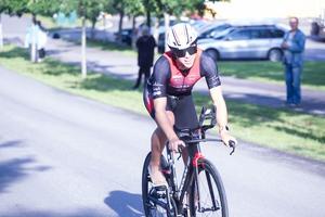 Jonas Örnarbäck hade skaffat sig en klar ledning på cykel.
