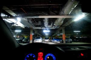 Insändarskribenten tycker att obehöriga ska sluta att parkera sina fordon i garaget i Sundsvalls sjukhus.