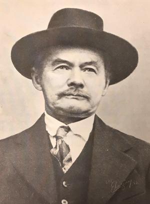 Viktor Pettersson grundade Sotholms härads hembygdsförening. Foto från boken