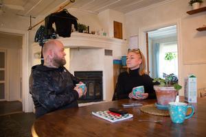 Både Ronny och Sara Lindblom har varit på arbetsplatser där de upplevt en jargong som varit olämplig.