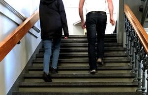 I dag utgör inte trappor något hinder för Viktoria, fast hon för drygt ett år sedan satt i rullstol.