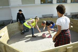 Gagaball, är ett av de allra senaste rastlekarna som har blivit poppis på skolgårdarna runt omkring i Kramfors.