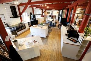 Köksmagasinets utställningshall rymmer ett tiotal kompletta kök.