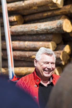 Curt Göransson är glad att dispensen tillåter hans fordon att köra längs Kyrksjönäsvägen.