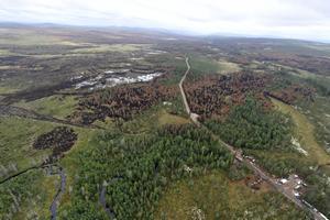 Här syns hur elden på den västra flanken vid ett tillfälle tagit sig över begränsningslinjen till vänster.
