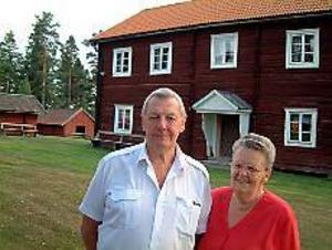 Foto: INGRID HILLSTRÖM Årets Järbobo. För mångåriga insatser i Järbo hembygdsförening belönades makarna Åke och Birgit From med utmärkelsen Årets Järbobo.
