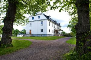 Stjärnsunds herrgård tillsammans med Polhemsmuseet är två välbesökta mål i Stjärnsund där lokalt kunniga guider leder besökarna genom den lokala historien.Foto: Kjell Jansson