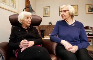 May Halén och Naemi Björkman var glada att de hamnade på just Vita bandets barnhem.